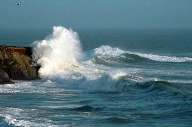 Ocean on Rocks